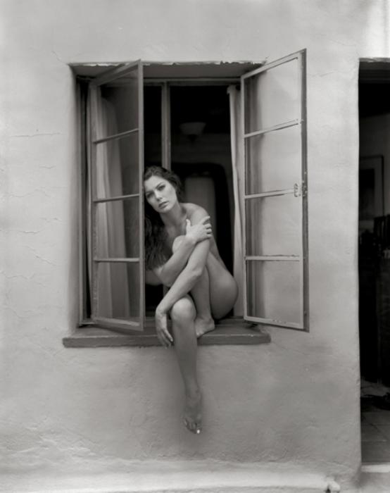 Женщина в окне. Автор: Ted Preuss.
