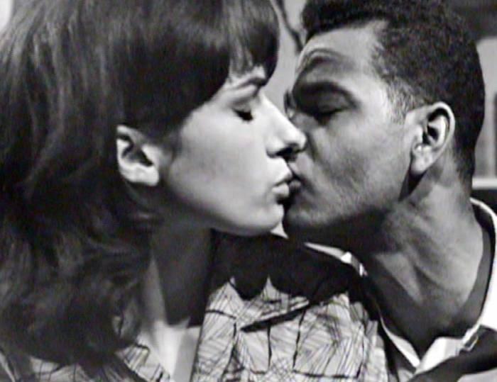 Первый межрасовый поцелуй.