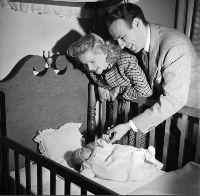 Первая беременность. Кадр из фильма: Мэри Кей и Джонни. \ Фото: sitcomsonline.com.