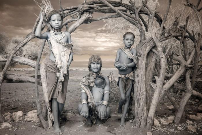 Племенные жители Эфиопии.  Автор фото: Терри Голд (Terri Gold).