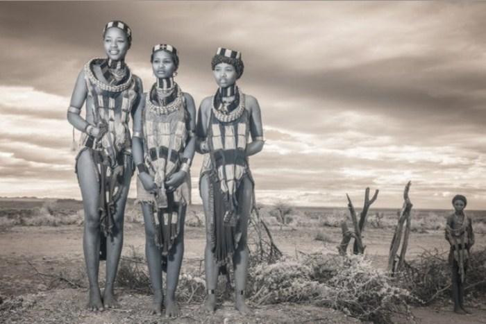 Женщины племени.  Автор фото: Терри Голд (Terri Gold).