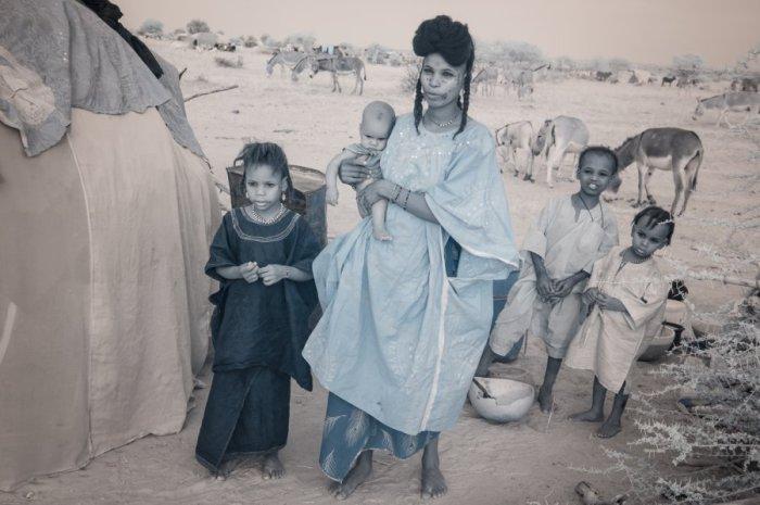 Женщина, которая идет на праздник, чтобы выбрать себе мужа. Автор фото: Терри Голд (Terri Gold).