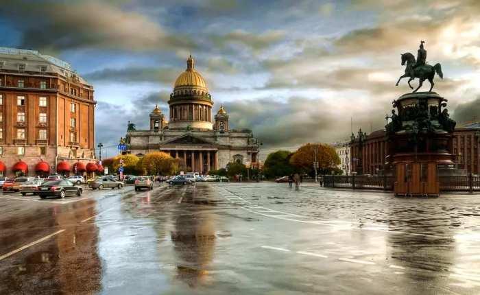 Город мостов - Санкт-Петербург входит в Список ЮНЕСКО как город, в котором под патронаж взят весь исторический центр.