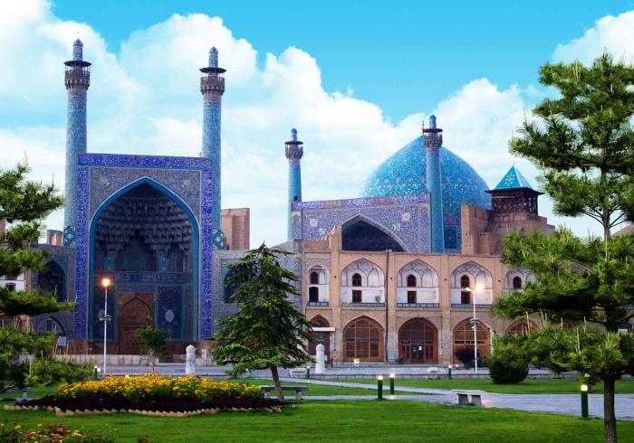 Исфахан — половина мира.