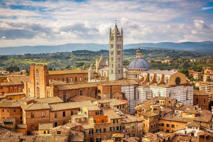 Сиена — одно из немногих мест в Тоскане, сохранившее дух и атмосферу средневековья.