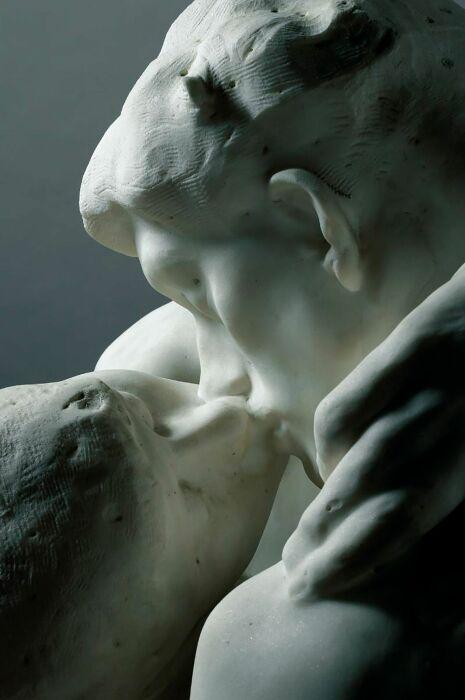 Поцелуй, Огюст Роден. \ Фото: noticiasdebariloche.com.ar.