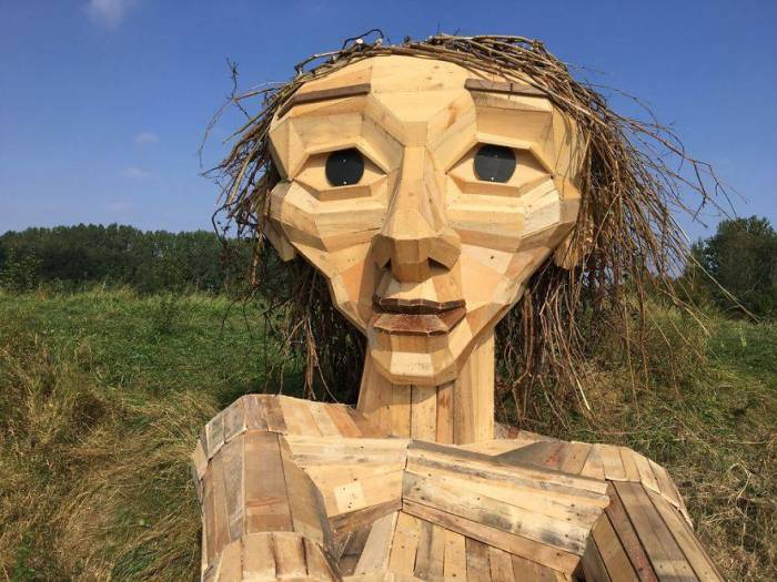 Томас створює воістину прекрасні скульптури.