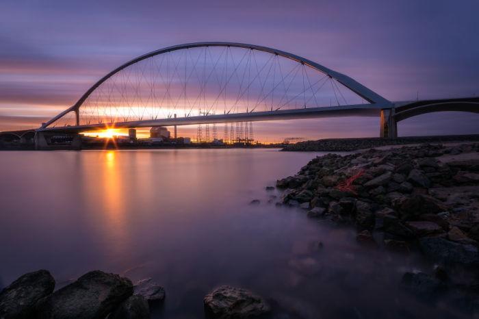 Другая сторона De Oversteek, мост в Неймегене. Автор: Tobias Gawrisch.