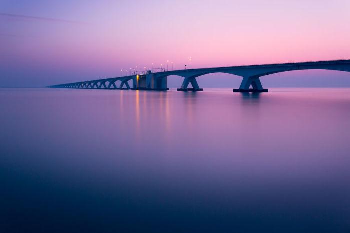Мост на закате. Автор: Tobias Gawrisch.