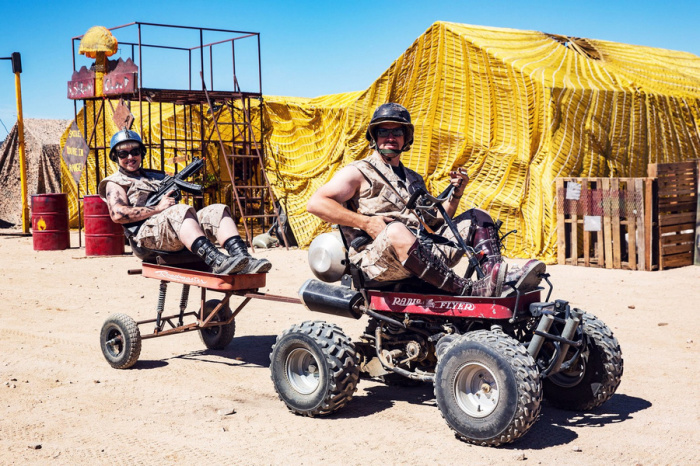 Не все транспортные средства на Wasteland – автомобили и мотоциклы. Встречаются и такие вот Red Flyer с колясками.