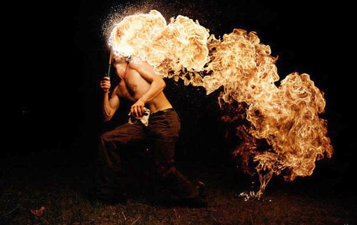 Повелитель огня. Фото Tom Lacoste.