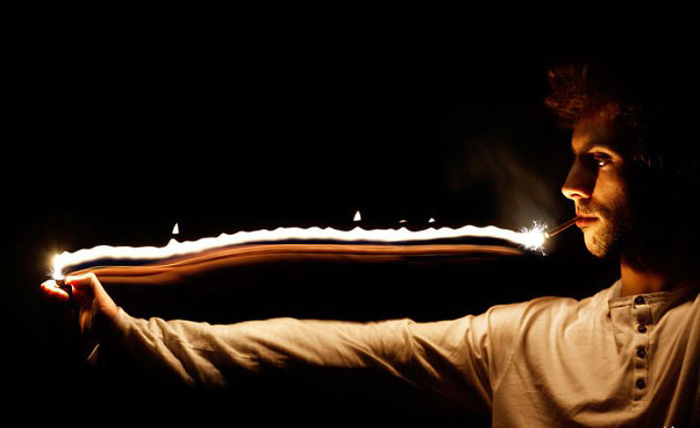 Фитиль из огня. Фото Tom Lacoste.
