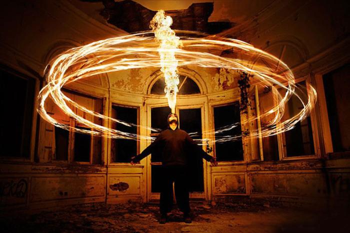 Кольца огня. Фото Tom Lacoste.