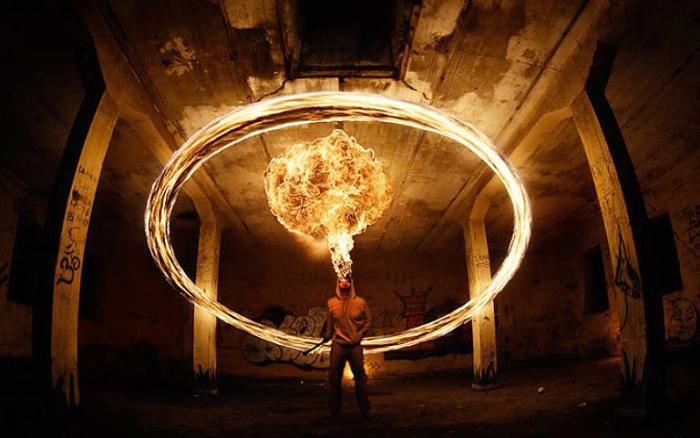 Огненный круг. Фото Tom Lacoste.