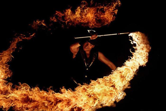 Огненное кольцо. Фото Tom Lacoste.