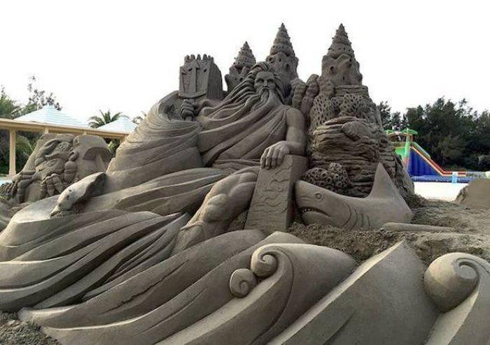 Морская крепость. Автор: Toshihiko Hosaka.