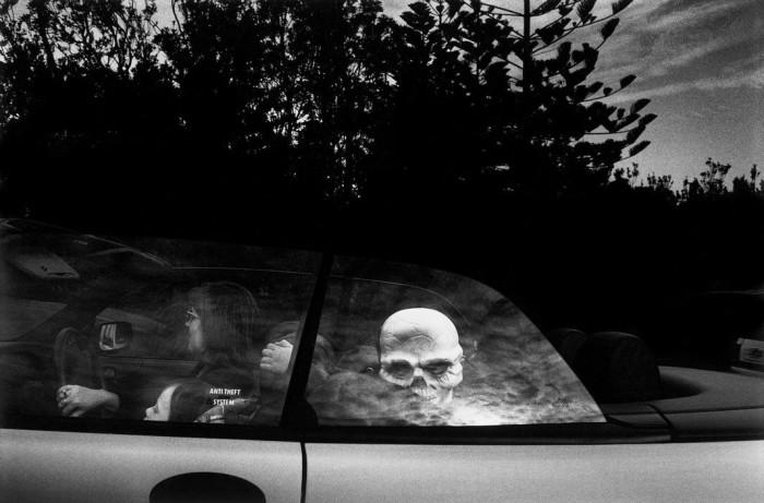 Ребёнок в маске скелетона, Австралия, 1998 год. Автор: Trent Parke.