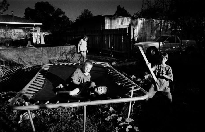 На заднем дворе. Австралия, 2004 год. Автор: Trent Parke.