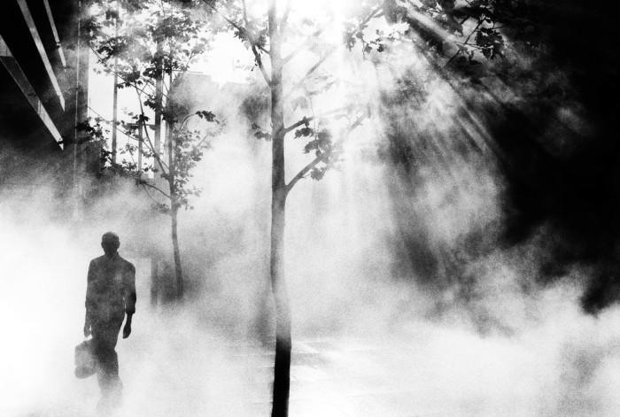 Прогулка после работы, Австралия, 2001 год. Автор: Trent Parke.