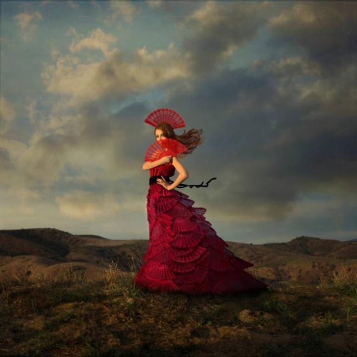 Леди в красном (Lady in Red). Автор работ: Трини Шульц (Trini Schultz).