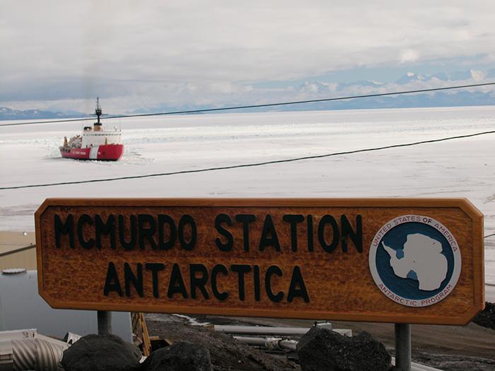 В Антарктиде нет официального часового пояса.