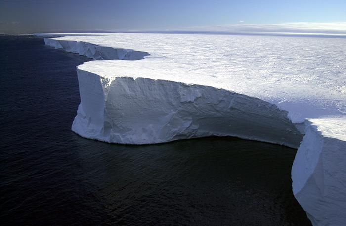 Самый крупный айсберг.