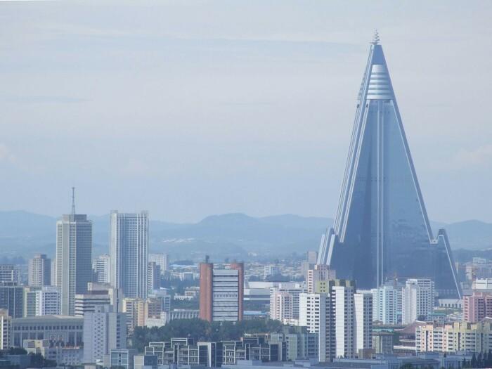 Отель Ryugyong в Пхеньяне, Северная Корея. \ Фото: facebook.com.