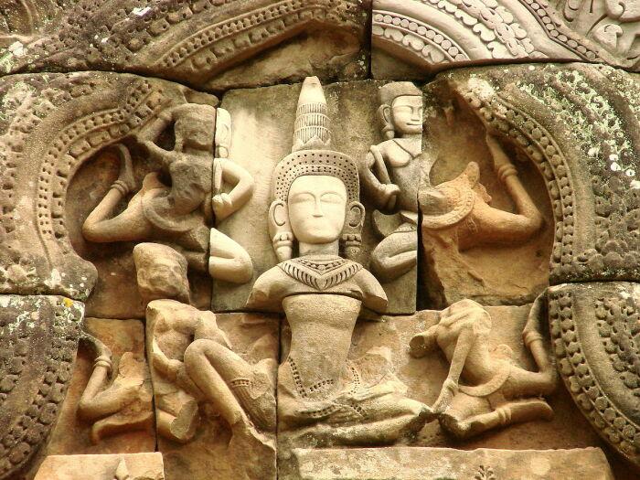 Скульптуры в храме Та Кео. \ Фото: myhotspic.com.