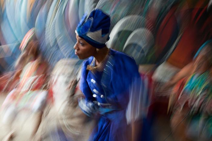 Танцы на улицах Гаваны, Куба. Автор фото: Uruma Takezawa.