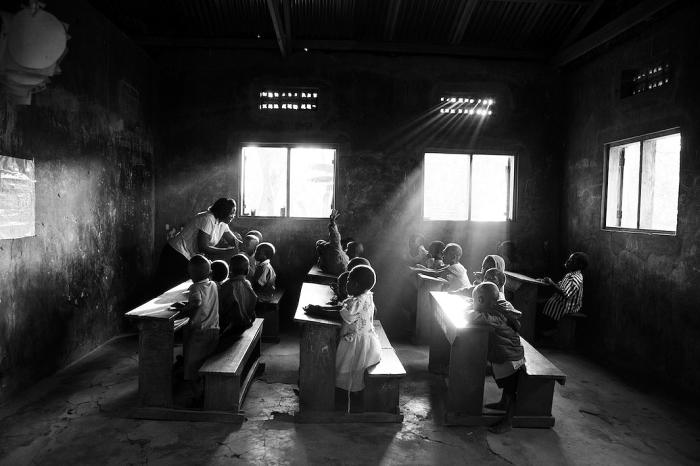Какута, Уганда. Занятия в классе. Автор фото: Uruma Takezawa.