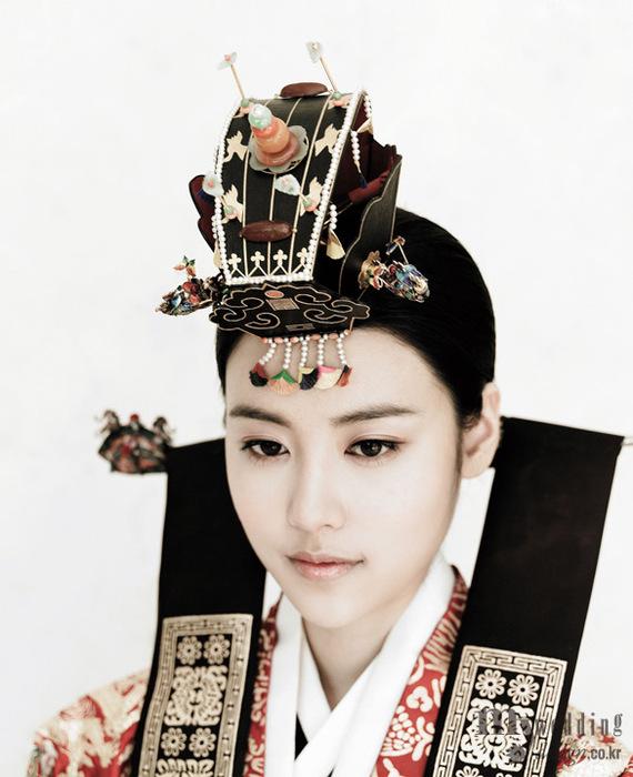 Фарфоровая хрупкость. Фотосессия Vogue Корея.