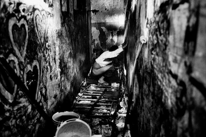 Лос-Текес, Каракас, Венесуэла, 2009 год. Ужасные условия существования и полное отсутствие санитарных условий. Автор фото: Valerio Bispuri.