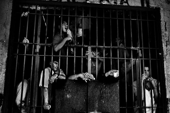 Тюрьма Пенитенсиариа де Сантьяго, Чили, 2008 год. Обреченные. Автор фото: Валерио Биспури (Valerio Bispuri).