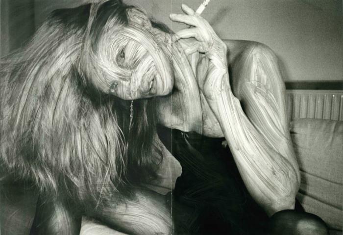 Рекламные постреы превращаются в плакаты, больше похожие на кадры из фильмов про зомби. Работы уличного художника Вермибус (Vermibus).