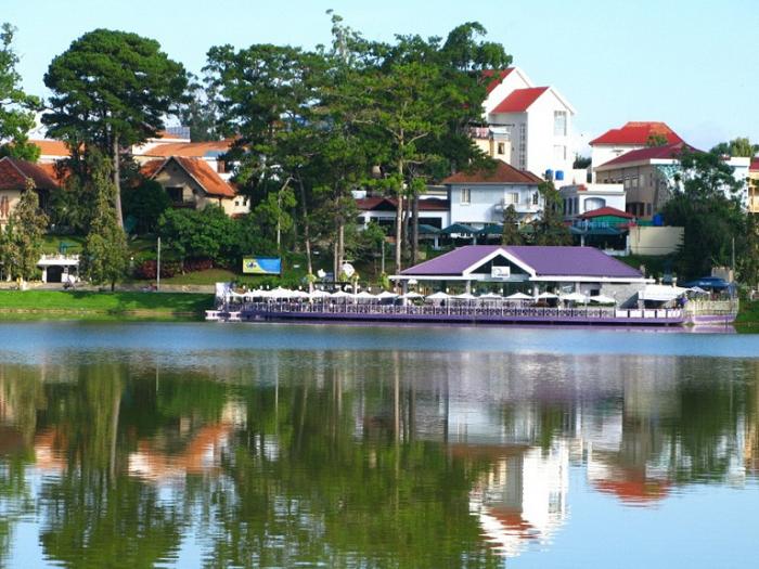 Озеро Хо-Хуан-Хуонг.