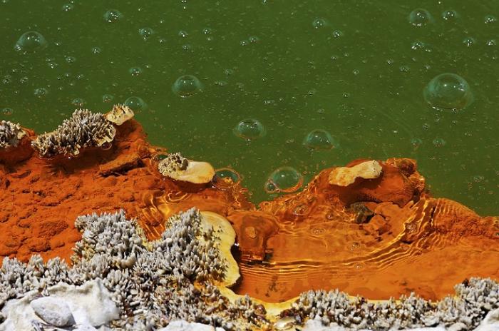 Озеро-бассейн с «шампанским».