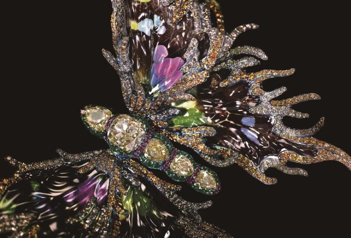 Крылья бабочки. Автор: Wallace Chan.