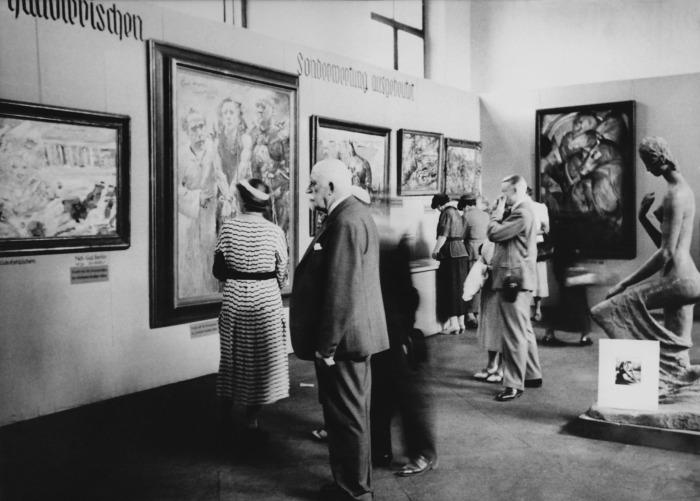 Выставка «Дегенеративное искусство» в Мюнхене, 1937 год. \ Фото: photoshistoriques.info.