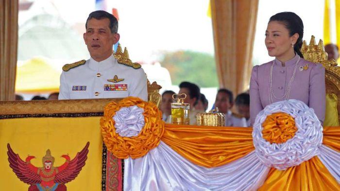 Король Маха Вачиралонгкорн и его жена, принцесса Срирасми. \ Фото: google.com.