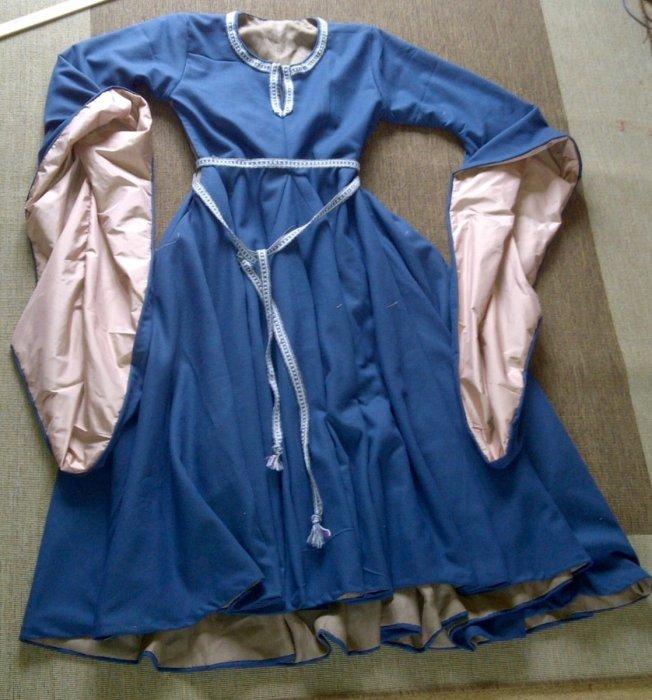 Платья с длинными рукавами.