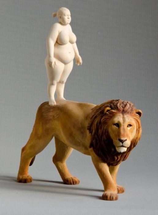 Палка о двух концах: царь зверей. Автор: Willy Verginer.