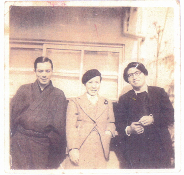 Тазуко Сакане (в центре), примерно 1936 год. \ Фото: wfpp.columbia.edu.