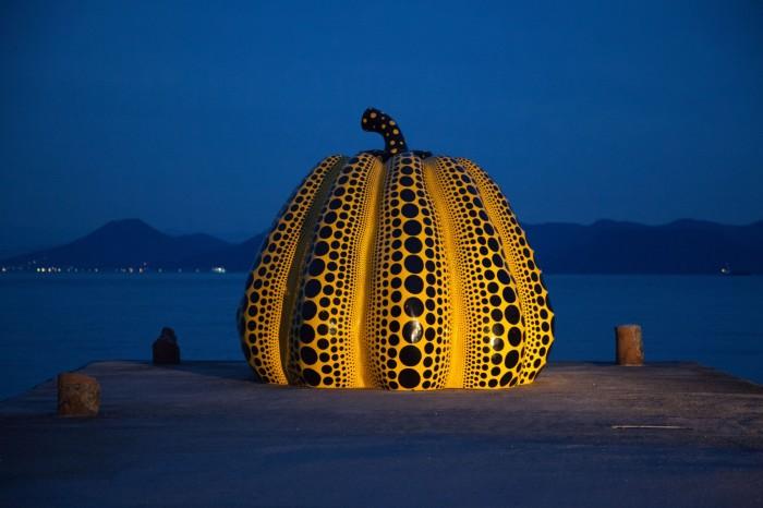 Инсталляция: тыква. Автор: Yayoi Kusama.