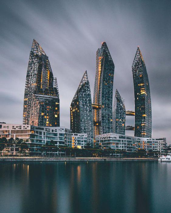 Футуристические небоскрёбы, дизайн которых выдержан в лучших традициях фэншуй. Автор: Yik Keat Lee.