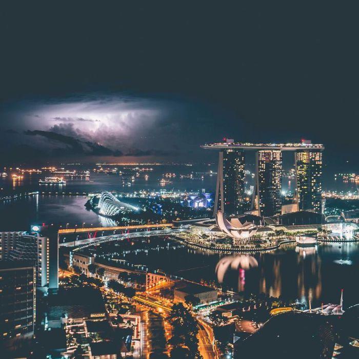 Ночной Сингапур. Автор: Yik Keat Lee.