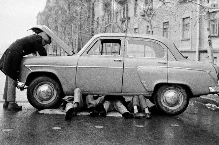 Семейный ремонт автомобиля. Автор: Юрий Абрамочкин.