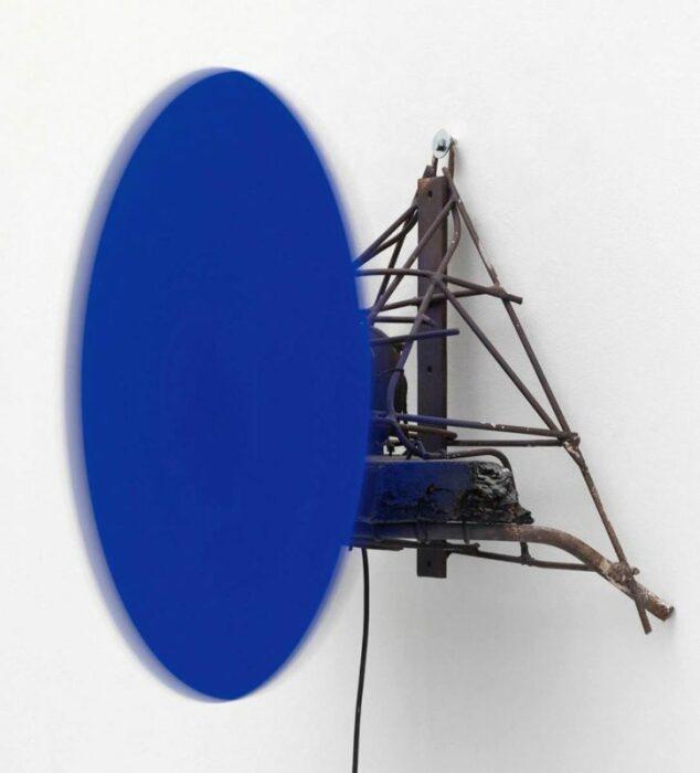 Общая скорость: Безумный синий (S 27), Ив Кляйн и Жан Тингли, 1958 год. \ Фото: twitter.com.