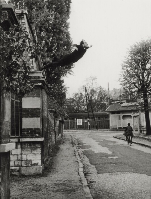 Прыжок в пустоту, Ив Кляйн, 1960 год. \ Фото: sothebys.com.