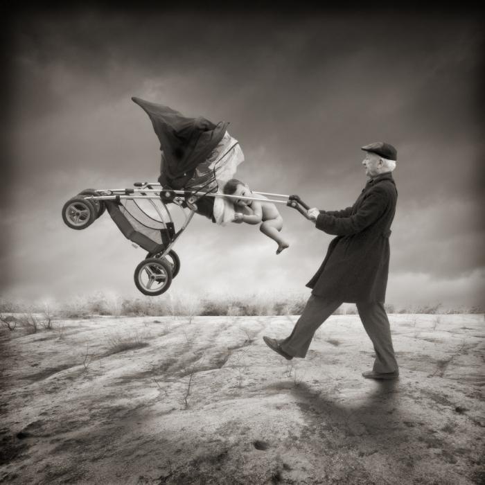 Дедушка даёт уроки, как научиться правильно летать. Автор: Yves Lecoq.