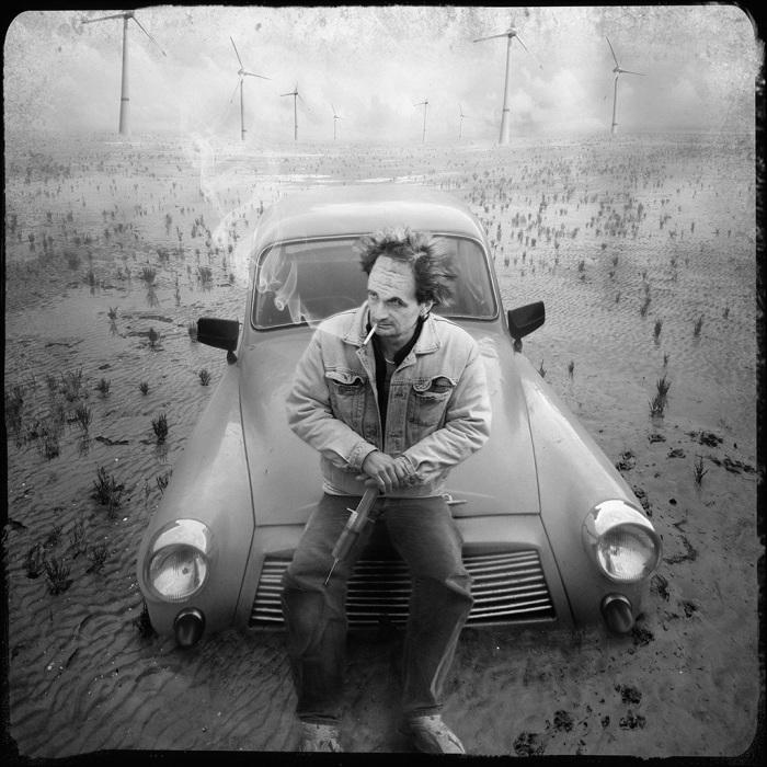 Просто один на дороге. Автор: Yves Lecoq.